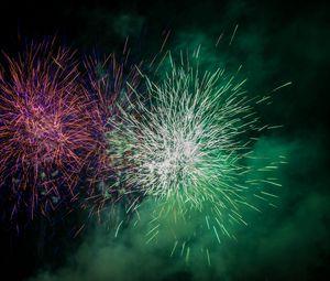 Превью обои фейерверк, искры, взрыв, свет, облако, зеленый