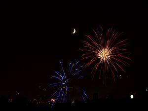 Превью обои фейерверк, искры, взрывы, луна, ночь, темный