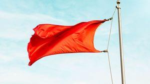 Превью обои флаг, красный, флагшток, небо