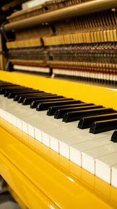 Превью обои фортепиано, клавиши, музыка, желтый