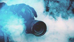 Превью обои фотоаппарат, фотограф, дым, цветной дым