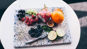 Превью обои фрукты, ягоды, разделочная доска, экзотические