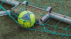 Превью обои футбол, мяч, сетка, трава, спорт