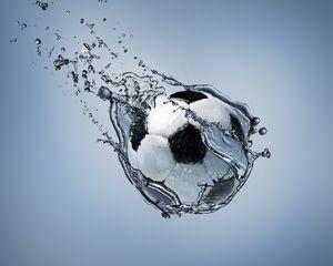 Превью обои футбол, мяч, движение, вода, абстракция