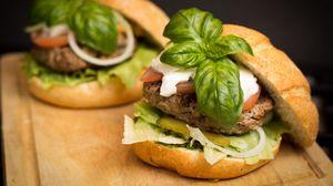 Превью обои гамбургер, мясо, овощи, булочка, фастфуд