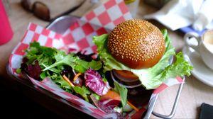 Превью обои гамбургер, овощи, фастфуд