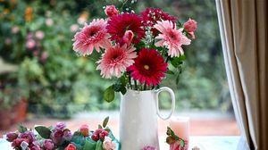 Превью обои герберы, гипсофил, розы, цветы, кувшин, корзинка, свеча, оформление