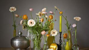 Превью обои герберы, ранункулюс, цветы, бокалы, свеча, вазы, оформление