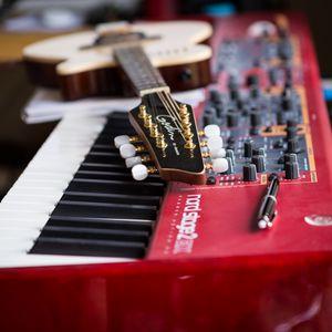 Превью обои гитара, гриф, синтезатор, музыкальные инструменты, музыка