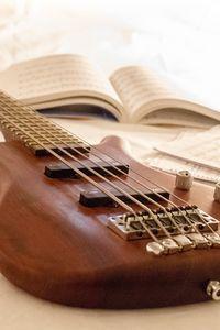 Превью обои гитара, ноты, струны, музыкальный инструмент