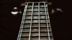 Превью обои гитара, струны, гриф, лады, размытость