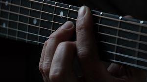 Превью обои гитара, струны, пальцы