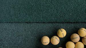 Превью обои гольф, мячи, газон, зеленый, желтый