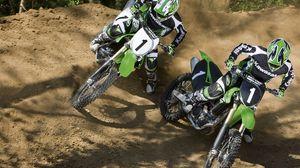 Превью обои гонка, мотоциклы, поворот, спортсмены