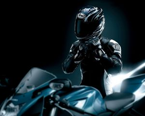 Превью обои гонщик, черный, мотоцикл, шлем