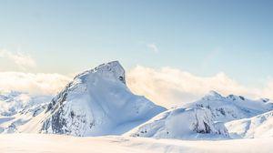 Превью обои гора, пик, высота, заснеженный, белый, облака