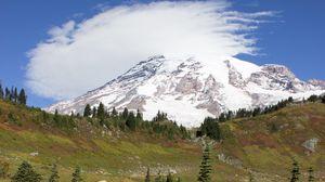 Превью обои гора, подножье, снег, деревья, природа, пейзаж