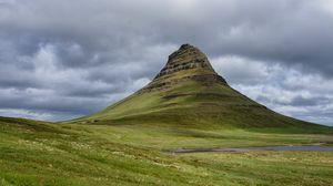 Превью обои гора, вершина, долина, облака, пейзаж
