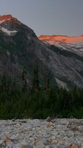 Превью обои гора, вершина, снег, деревья, природа, сумерки