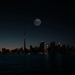 Превью обои город, ночь, луна, здания, вода, темный