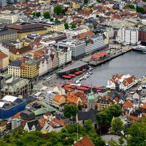 Превью обои город, здания, архитектура, пристань, вид сверху, городской пейзаж