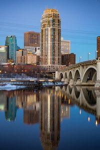 Превью обои город, здания, мост, вода, сумерки