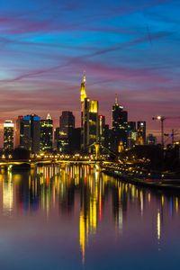 Превью обои город, здания, озеро, огни, отражение, сумерки