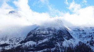 Превью обои горы, пик, вершина, снег, туман, небо