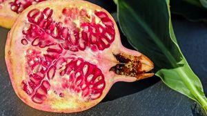 Превью обои гранат, ягоды, фрукт, срез