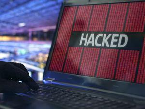 Превью обои хакер, слово, ноутбук, матрица