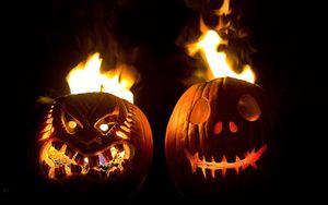 Превью обои хэллоуин, праздник, тыквы, морды, пара, огонь, черный фон