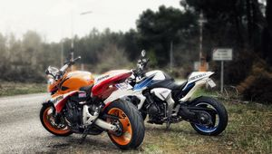 Превью обои hornet and cb100r, мотоциклы, дорога, байки