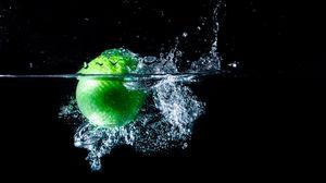 Превью обои яблоко, всплеск, брызги, черный фон