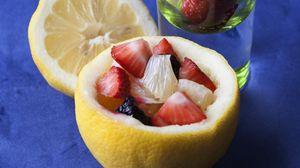 Превью обои ягоды, лимон, стакан, десерт