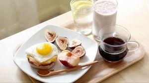Превью обои яичница, инжир, фрукты, завтрак