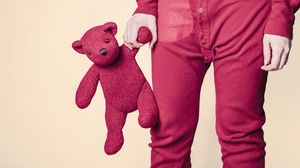 Превью обои игрушка, мишка, ребенок, рука