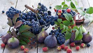 Превью обои инжир, виноград, малина, посуда