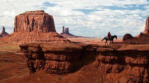 Превью обои каньон, пустыня, всадник, дикий запад, ковбой