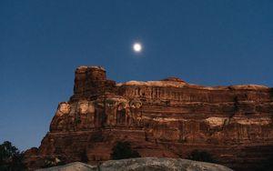 Превью обои каньон, скалы, ночь, луна, пейзаж