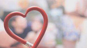 Превью обои карандаш, сердце, гнущийся