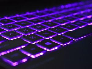 Превью обои клавиатура, подсветка, фиолетовый