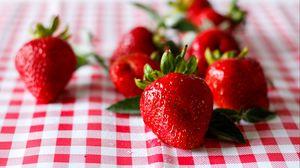 Превью обои клубника, ягода, спелый, сочный, красный