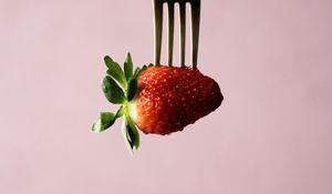 Превью обои клубника, ягода, вилка