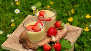 Превью обои клубника, йогурт, ягоды, цветы