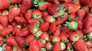 Превью обои клубника, ягоды, спелый