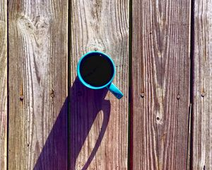 Превью обои кофе, напиток, кружка, доски, дерево, тень