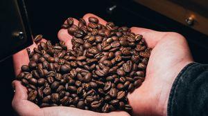Превью обои кофейные зерна, кофе, руки