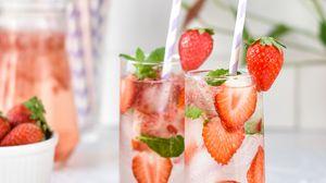 Превью обои коктейль, клубника, ягоды, напиток