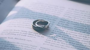 Превью обои кольца, обручальные кольца, книга, пара, любовь