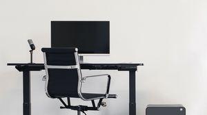 Превью обои компьютер, стол, стул, рабочий стол, микрофон, минимализм